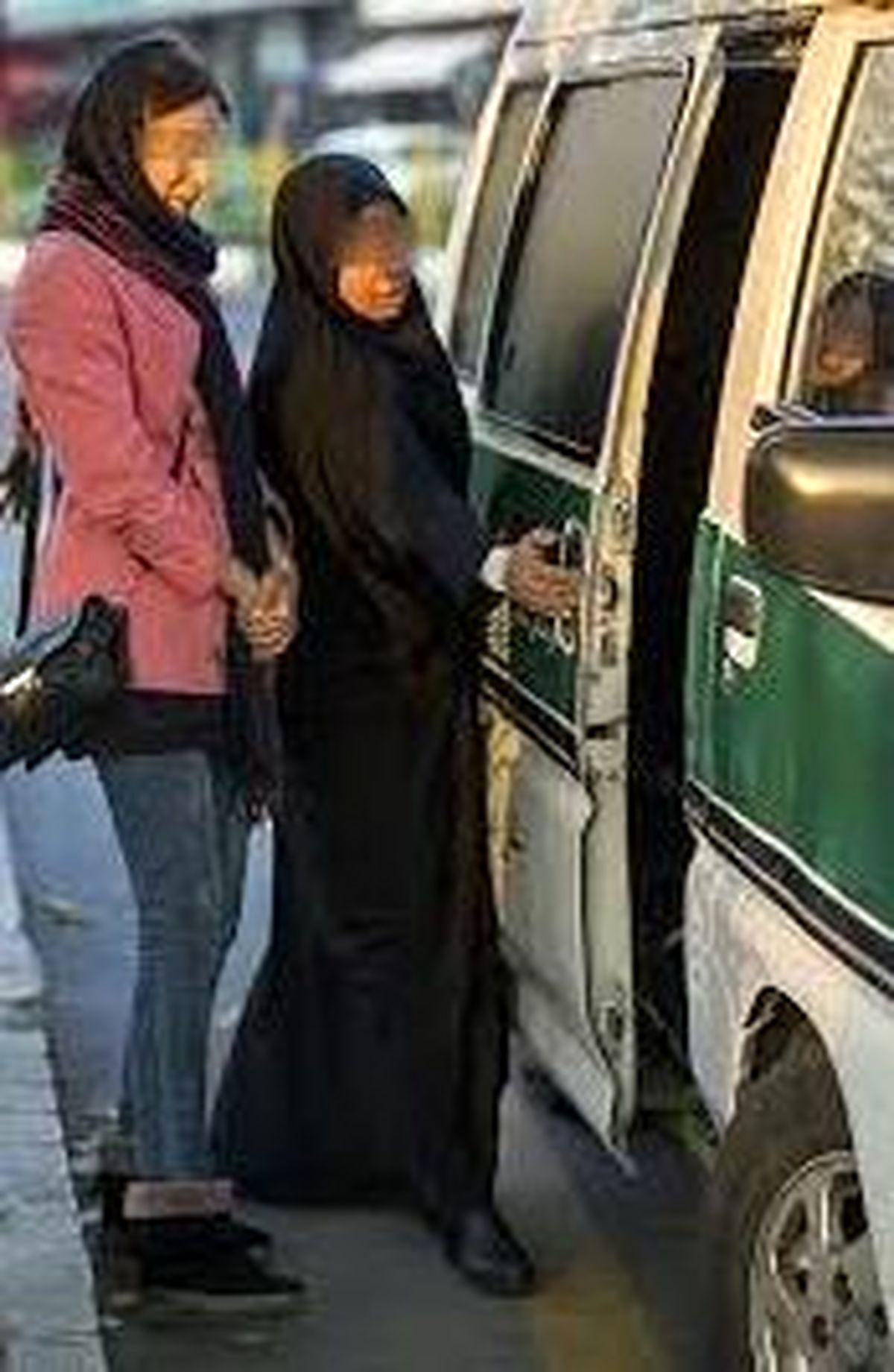 حمله تند روحانی سرشناس به بدحجابی زنان کارمند + جزئیات